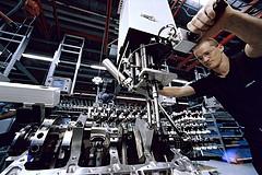 AMG-6.3-V8-manufact3a.jpg